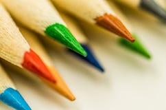 Wiele kolorowi ołówki Zdjęcia Stock