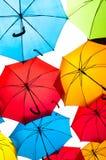Wiele kolorowi parasole przeciw niebu w miast położeniach kosice Slovakia Fotografia Stock