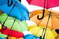 Wiele kolorowi parasole przeciw niebu w miast położeniach kosice Slovakia Obrazy Stock