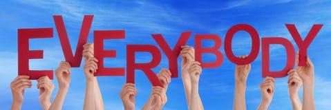Wiele ludzie ręk Trzyma Czerwonego słowo Everybody niebieskie niebo obrazy stock