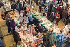 Wiele ludzie w sprzedaży i wystawie Zdjęcie Royalty Free