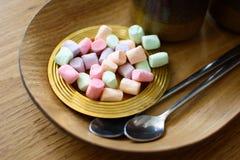 Wiele mali stubarwni marshmallows obrazy royalty free