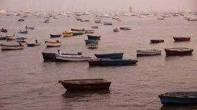 Wiele łodzie w morzu Zdjęcia Royalty Free