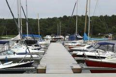 Wiele łodzie w porcie i jachty Fotografia Royalty Free