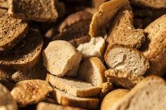 Wiele plasterki czerstwy chleb. Fotografia Royalty Free