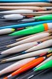 Wiele połowów pławiki robić balsa, pawi piórka i drewno, zdjęcia stock