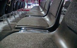 Wiele puści krzesła w sala konferencyjnej zdjęcia royalty free