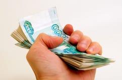 Wiele ruble w ręce zdjęcia royalty free