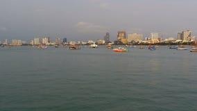 Wiele statki i są na molu w porcie Pattaya Tajlandia zbiory