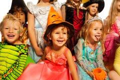 Wiele szczęśliwi dzieciaki w Halloweenowych kostiumach Zdjęcie Royalty Free