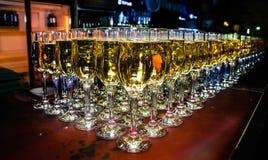 Wiele szkÅ'a szampan na barze zdjęcia stock