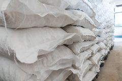 Wiele torby ałun w sklepie obrazy royalty free