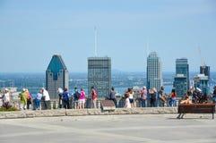 Wiele turyści stoją na Kondiaronk Belveder Zdjęcia Royalty Free