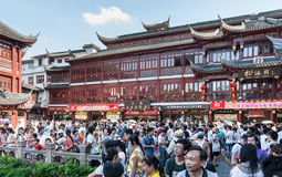 Wiele turyści na ulicach Zdjęcie Royalty Free