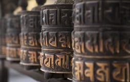 Wielen van het boeddhisme de verouderde gebed in rij Stock Fotografie