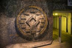 WIELICKI, POLSKA, MAJ - 28, 2016: Emblemat UNESCO światowego dziedzictwa miejsca w Wielickiej Solankowej kopalni Obrazy Stock