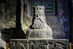 WIELICZKA, ПОЛЬША - 28-ОЕ МАЯ 2016: Статуя Casimir III большой в солевом руднике Wieliczka стоковое фото rf