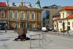 Wieliczka, place supérieure Le chariot historique pour transporter le sel et des sculptures de sel antique de mineurs Images libres de droits