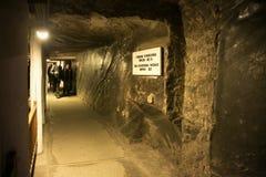 WIELICZKA POLEN - MAJ 28, 2016: Ð-¡ orridor i Wieliczka den salta minen Arkivfoto