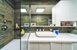 Wielka łazienka w luksusu domu Obraz Royalty Free