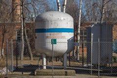 Wielka benzynowa butelka Wielki zbiornik obrazy royalty free
