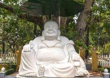Wielka biała Buddha statua przy Giac zwiania pagodą w Saigon. Obrazy Royalty Free