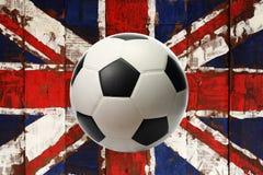 Wielka Britain flaga malował na drewnie z piłką fotografia stock