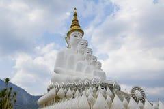 Wielka Buddha statua pod niebieskim niebem Zdjęcia Royalty Free