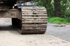 Wielka budowy bagrownica która pracuje na drogowym remontowym miejscu reportaż shortting fotografia stock