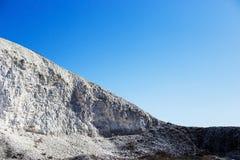 Wielka chalky góra i niebieskie niebo bez chmur Zdjęcia Stock