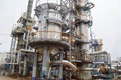 Wielka chemiczna pojemność przy rafinerii ropy naftowej wyposażeniem zdjęcia royalty free