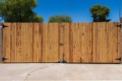 Wielka Drewniana brama Zdjęcia Royalty Free