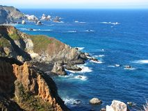 wielka Kalifornijskie sur cliff blisko fotografia royalty free