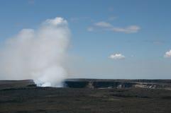 Wielka kontrpary chmura wzrasta od wentylaci powulkaniczny kocioł na Hawaje Zdjęcie Stock