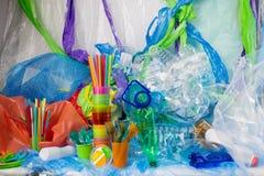 Wielka kwota różni rodzaje plastikowe rzeczy umieszczać wpólnie obraz royalty free
