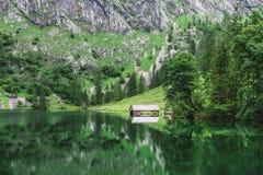 Wielka lato panorama Obersee jezioro Zielona ranek scena Szwajcarscy Alps, Nafels wioski lokacja, Szwajcaria, Europa piękno Fotografia Stock