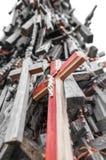 Wielka liczba różnorodni krzyże jako pomnik. Obrazy Stock