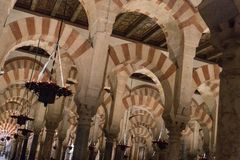Wielka Meczetowa katedra cordoby wnętrze obrazy stock