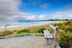 Wielka ocean droga - ranku morze na plaży przy Apollo zatoką zdjęcia royalty free