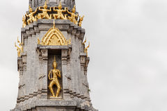 Wielka pagody A anioła piękna złota statua Obrazy Stock