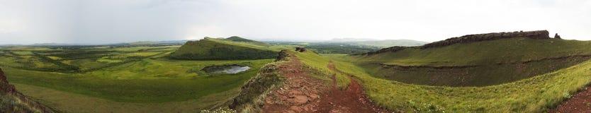 Wielka panorama zieleni pola i grań Miejsce wielka usterki opłata trzęsienie ziemi Zdjęcie Royalty Free