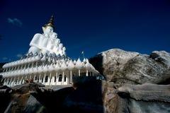 Wielka plenerowa Buddha statua na Wata Pha Sorn Kaew świątyni fotografia stock