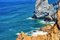 Wielka rockowa formacja Cabo da Roca, Cascais, Portugalia obrazy stock