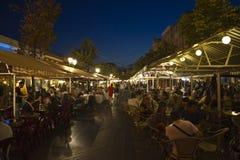 Wielka targowa ulica w Ładnym przy nocą, Francja Zdjęcia Royalty Free
