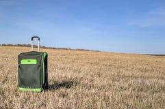 Wielka walizka na kołach z obrazy stock