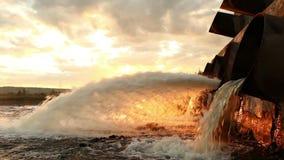 Wielka wodna drymba zwalnia ciekłego odpady zbiory