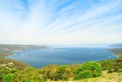 Wielka zatoka tworzył wyspą Cres Zdjęcia Stock