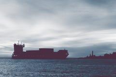 Wielka zbiornika statku sylwetka Fotografia Stock