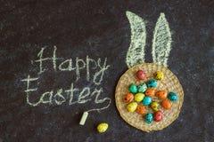 Wielkanoc barwił jajka na czarnym tle, pojęcie wielkanoc zdjęcie stock