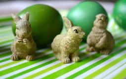 Wielkanoc królików i jajek zielony wystrój Obrazy Royalty Free